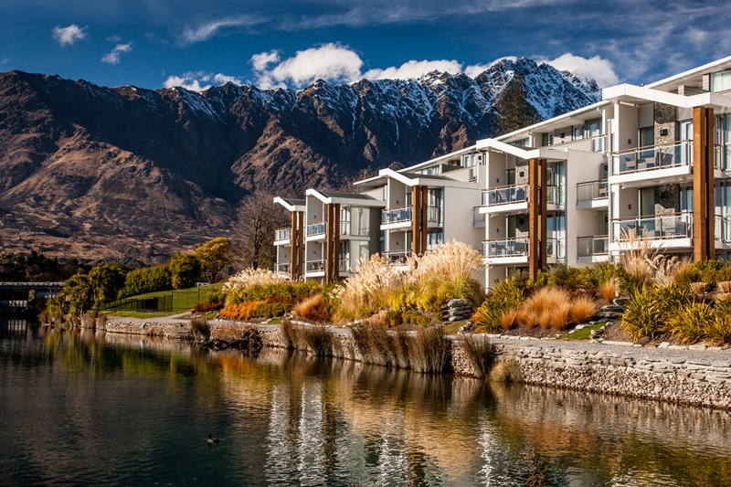Hilton queenstown kawarau village naylor love for Design hotel queenstown